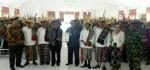 Warga Thie Timur, Rote Ndao Serahkan Dokumen Pemekaran ke Bupati