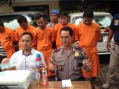 Polsek Denpasar Barat mengamankan 5 orang komplotan yang biasa melakukan penggelapan kendaraan rent car dengan modus mencetak SIM dan KTP palsu - foto: Istimewa