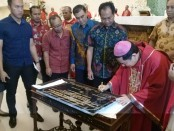 Uskup Denpasar Mgr. Silvester San menahbiskan Gereja Katolik yang baru yang berlokasi di Pecatu Graha, Kecamatan Kuta Selatan, Kabupaten Badung Bali - foto: Istimewa
