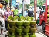 Suplay gas dari agen ke pangkalan - foto: Sujono/Koranjuri.com
