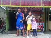 Sugiyanto (Giant Wasiat), bersama Kino King dan Syahratu Natasha - foto: Sujono/Koranjuri.com