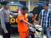 Suraji Setiawan, pelaku pencurian burung, kini ditahan di Mapolsek Kebumen - foto: Sujono/Koranjuri.com