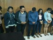 Pasangan mesum, PSK dan karyawati penginapan diamankan Kepolisian Sektor Denpasar Barat. Pasangan tak resmi ini terciduk saat berdua di dalam kamar penginapan - foto: Istimewa