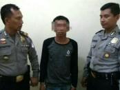 Muklas, tersangka pencurian motor, kini  ditahan di Mapolsek Puring, Kebumen - foto: Sujono/Koranjuri.com