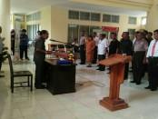 Bupati Rote Ndao, Leonard Haning mengukuhkan Tim Satuan Tugas Sapu Bersih Pungli - foto: Isak Doris Faot/Koranjuri.com