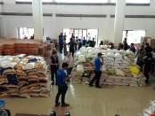Posko Logistik pengungsi Gunung Agung di Tanah Ampo, Karangasem - foto: Wahyu Siswadi/Koranjuri.com