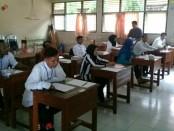 Para peserta calon sekdes Rowodadi, Grabag, Purworejo, saat mengikuti test akademis, Jum'at (8/12) di SMA N 8/Purworejo - foto,: Sujono/Koranjuri.com