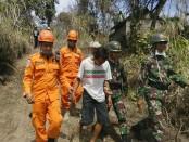 Warga dengan keterbatasan mental dievakuasi TNI dan tim SAR menyingkir dari Kawasan Rawan Bencana - foto: Istimewa