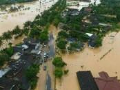 Kabupaten Pacitan lumpuh total akibat diterjang banjir sebagai dampak dari Siklon Tropis Cempaka - foto: Istimewa