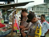 Polres Rote Ndao menggelar operasi Penyakit masyarakat dengan menyasar sejumlah tempat pembuatan arak Sopi dan menertibkan pedagang petasan kembang api - foto: Isak Doris Faot/Koranjuri.com