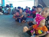 Pengungsi yang menempati Balai Banjar Seloning, Desa Culik, Kecamatan Abang, Karangasem - foto: Wahyu Siswadi/Koranjuri.com