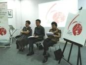 Pembina Yayasan Widya Dharma Santhi, Profesor I Made Bandem (kanan), Konsulat Jenderal Jepang di Bali, Hirohisa Chiba (tengah) dan Makiko R. Iskandar (kiri) - foto: Koranjuri.com