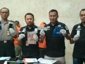 Subdit Jatanras Ditreskrimum Polda Metro Jaya menangkap lima pelaku penipuan yang mencatut nama Dirkrimsus Polda Papua Kombes Edi Swasono - foto: Bob/Koranjuri.com