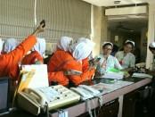 Para siswa SMK Kesehatan Purworejo dari kelas XI jurusan keperawatan dan farmasi, saat melakukan kunjungan industri ke Bali, dari Selasa (2/1) hingga Sabtu (6/1) - foto: Sujono/Koranjuri.com