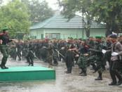 Spontanitas Goyang Tobelo Bersama anggota TNI POLRI yang berbaur menjadi satu dibawah guyuran hujan deras semakin menunjukkan sinergitas TNI-Polri di wilayah NTT - foto: Istimewa