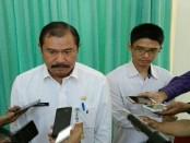 PPK 08 Simpang Dewaruci, Ida Bagus Made Artamana (kanan) dan Kepala Dinas Kebersihan dan Pertamanan Kota Denpasar, I Ketut Wisada - foto: Koranjuri.com