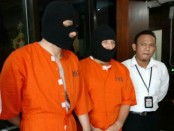 Dua buronan interpol yang ditangkap Polda Bali - foto: Istimewa
