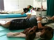 Tri Yuniar dan Ip Fitri, dua dari lima warga Desa Kedung Poh, Loano, yang terserang malaria, dan kini sedang dirawat di RSUD Tjitrowardojo, Purworejo - foto: Sujono/Koranjuri.com