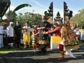Bupati Badung Nyoman Giri Prasta menghadiri Ruwatan Sapuh Leger se-Bali yang diikuti 2.442 orang dan tidak dipungut biaya sepeser pun alias gratis - foto: Istimewa