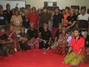 Ribuan wargaDesa Pakraman Ekasari,Kecamatan Melaya, dan beberapa desa lainnya membulatkan tekad untuk memenangkan Koster-Ace, giliran tokoh danmasyarakat umum di Pasatan desa Pohsaten, pada Senin (19/2/2018) - foto: Istimewa