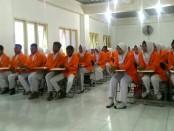 Para siswa SMK Kesehatan Purworejo, saat mengikuti pembekalan persiapan praktek kerja lapangan di STIKES Surya Global Yogyakarta, dari Rabu (14/2) hingga Kamis (15/2) - foto: Sujono/Koranjuri.com