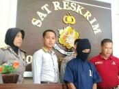 Daryanto, ayah bejat yang tega menghamili anaknya sendiri, kini mendekam di sel tahanan Mapolres Purworejo - foto: Sujono/Koranjuri.com