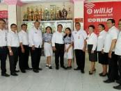 Jajaran pengelola SMP PGRI 1 Denpasar dan Sekretaris Dinas Pendidikan Pemuda dan Olahraga Kota Denpasar, I Wayan Sukana - foto: Koranjuri.com