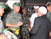 Pangdam IX/Udayana, Mayor Jenderal TNI Benny Susianto mengunjungi Pura Besakih - foto: Istimewa