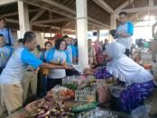 Kunjungan ke para pedagang pasar Redin, Gebang, dalam Grebeg Pasar, Senin, 26 Maret 2018 - foto: Sujono/Koranjuri.com