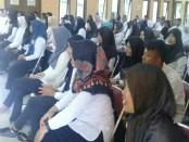 Para peserta pelatihan ketrampilan berbasis kompetensi, saat mengikuti pembukaan pelatihan, Rabu (28/2) di aula UPT-BLK Dinperinaker Kabupaten Purworejo - foto: Sujono/Koranjuri.com