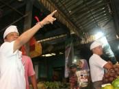 Cagub Bali nomer urut 1 I Wayan Koster mengunjungi pasar Pasar Umum Negara, Kabupaten Jembrana, Kamis, 22 Maret 2018 - foto: Istimewa