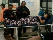 Warga yang terpapar gas belerang berbahaya dari Gunung Ijen mendapat perawatan di klinik kesehatan - foto: Istimewa