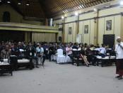 Cagub Bali I Wayan Koster saat mengikuti Uji Publik Pilgub Bali 2018 'Berebut Tahta Pulau Dewata' yang digelar Badan Eksekutif Mahasiswa Fakultas Hukum Universitas Udayana, Jumat, 23 Maret 2018 - foto: Istimewa