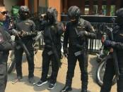 Kepolisian Polres Metro Jakarta Barat memberlakukan pengamanan ketat dalam acara perayaan Cap Go Meh. Sekitar 700 personel diterjunkan pengamanan, termasuk di antaranya Tim Pemburu Preman - foto: Bob/Koranjuri.com