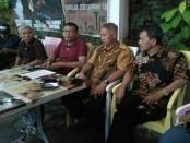 Tim Penataan Aset Mangkunegaran (Tim PAM) menggelar konferensi pers terkait keberatan kerabat Puri Mangkunagoro atas revitalisasi bangunan eks PG Colomadu yang sekarang berubah menjadi De Tjolomadoe - foto: Istimewa