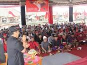 Paslon nomer urut 1, Koster-Ace menghadiri deklarasi kebulatan tekad warga di 32 Desa adat di Kecamatan Kintamani Barat - foto: Istimewa