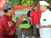 Cagub nomer urut 1 I Wayan Koster bertemu dengan Ketut Sandirat - foto: Istimewa
