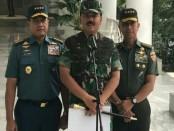 Panglima TNI Marsekal Hadi Tjahyanto didampingi Kasal & KASAD - foto: Istimewa