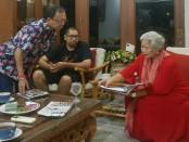 Cagub nomer urut 1, I Wayan Koster menemui Direktur SIMH, Prof. Dr Luh Ketut Suryani untuk berdiskusi terkait fenomena bunuh diri dan gangguan jiwa yang marak terjadi di Bali - foto: Istimewa