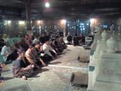 Keterangan foto: para mantan jenderal di pandu Sri Eko Sapto Wijaya mengelar ziarah di makam mantan Presiden Soeharto/ foto:koranjuri.com