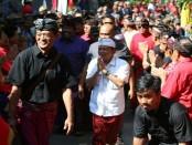 Ratusan warga dan tokoh masyarakat Catur Desa Kecamatan Banjar, Kabupaten Buleleng menyatakan mendukung Pasangan Calon (Paslon)  Gubernur-Wakil Gubernur Wayan Koster-Tjok Oka Arta Ardana Sukawati (Koster-Ace)