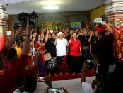 Cagub Wayan Koster menggelar Simakrama di Desa Banjar Anyar Kediri - foto: Istimewa