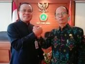 Dr. I Made Suarta, SH., M.Hum (kiri) sebagai calon incumbent dan Dr. Anak Agung Ngurah Adiputra, M.Pd. (kanan) - foto: Koranjuri.com