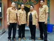 Kepala SMP Dwijendra Denpasar, Dra. Ni Wayan Nadi Supartini, M.Pd., bersama guru dan Wakil Kepala Sekolah - foto: Koranjuri.com