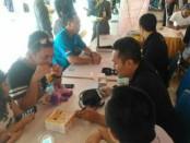Pegawai dan pengguna jasa di BNR Bali mendapatkan pemeriksaan kesehatan gratis memperingati hari tanpa tembakau sedunia, Senin (30/4/2018) - foto: Ari Wulandari/Koranjuri.com