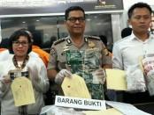 Unit 5 Subdit III Sumdaling Ditreskrimsus Polda Metro Jaya mengungkap 2 SPBU melakukan kecurangan dengan mengurangi isi takaran BBM di Ciputat dan Dadap - foto: Bob/Koranjuri.com