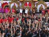 Ribuan warga Buleleng menyambut kehadiran Pasangan Calon Gubernur-Wakil Gubernur nomor urut 1, Wayan Koster-Tjok Oka Arta Ardana Sukawati (Koster-Ace) - foto: Istimewa