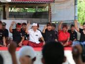 Puluhan nelayan di Kota Denpasar yang tergabung dalam Kelompok Nelayan Simbar Segara, Pemogan menggelar tatap muka dengan calon Gubernur dan Wakil Gubernur nomor urut 1, Wayan Koster-Tjok Oka Artha Ardhana Sukawati (Koster-Ace) - foto: Istimewa