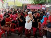 Koster saat mesimakrama dengan warga Banjar Kebon Kuri Lukluk, Kelurahan Kesiman, Denpasar Timur, Kota Denpasar, Minggu, 8 April 2018 - foto: Istimewa