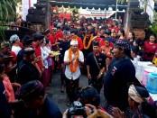 Ratusan warga Panjer memadati simakrama Koster-Ace yang berlangsung di Bale Banjar Antap, Kelurahan Panjer, Kota Denpasar - foto: Istimewa